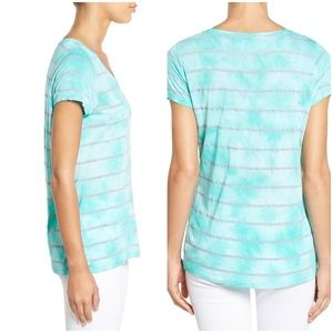 ⭐️ 3/$25 Vince Camuto Tie Dye Striped V Neck Tee M